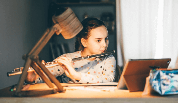 young girl playing flute online